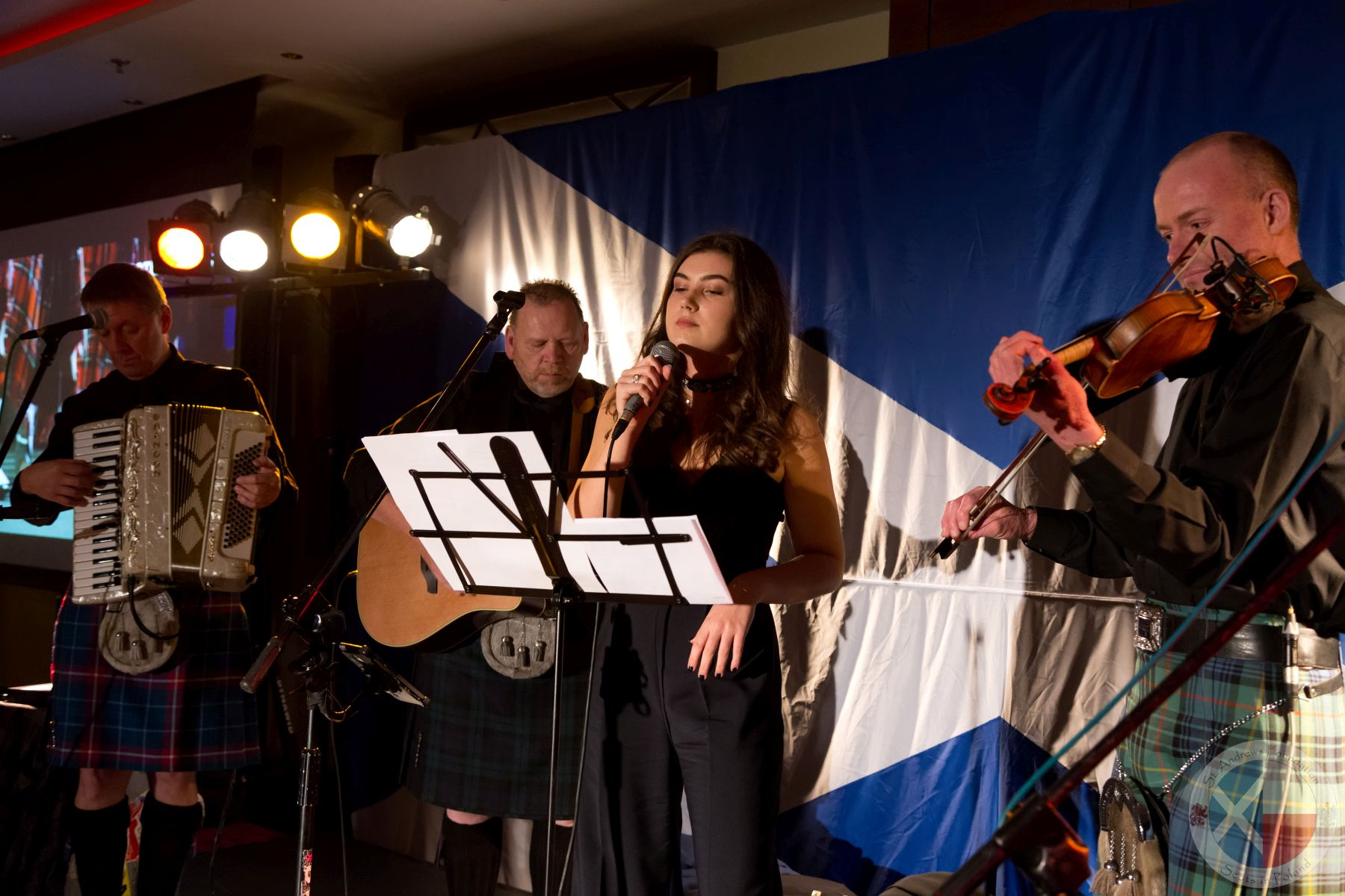 Natalia and Victoria Gogolinska sing with Scotia's Hardy Sons